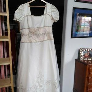 Dresses & Skirts - PLUS SIZE WEDDING DRESS-Gorgeous